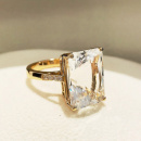 18K RECTANGLE TOPAZ RING
